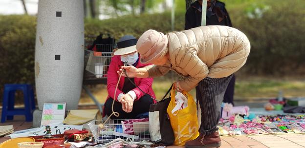교하동 주민자치위 행복나눔장터 개최